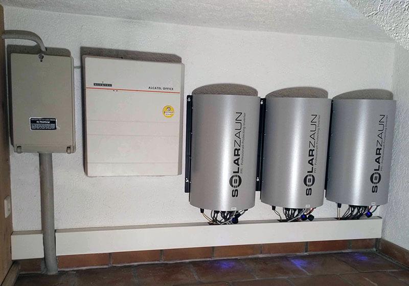 SolarZaun Wechselrichter in Betrieb
